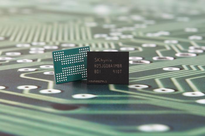 SK하이닉스가 개발한 96단 4D 낸드 기반 1Tb QLC <사진=SK하이닉스>
