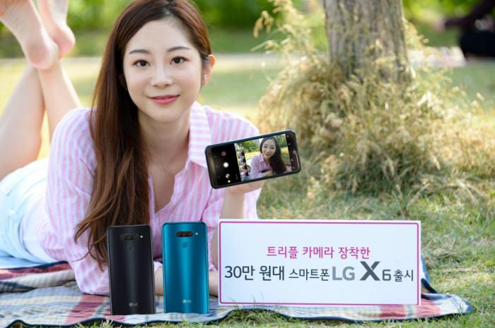 LG전자가 후면 트리플 카메라를 장착한 실속형 스마트폰 LG X6를 출시한다.