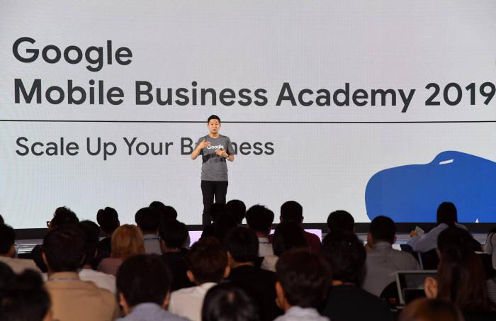 민경환 구글 한국 안드로이드 앱게임 비즈니스 개발 총괄이 11일 구글 모바일 비즈니스 아카데미 2019 행사에서 인사말을 하고 있다. 사진=구글
