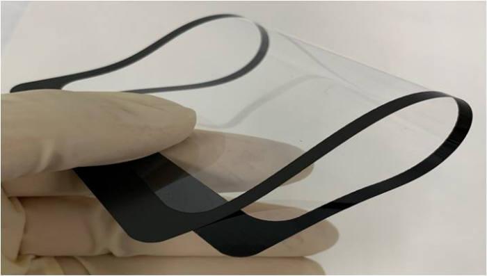 코세스지티가 그라비아 옵셋 인쇄기로 제작한 초박막 유리제품. 사진출처=코세스지티