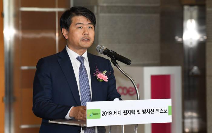 주영준 산업통상자원부 에너지자원실장은 12일 서울 코엑스에서 열린 2019 세계 원자력 및 방사선 엑스포에서 축사를 하고 있다. 김동욱 기자 gphoto@etnews.com