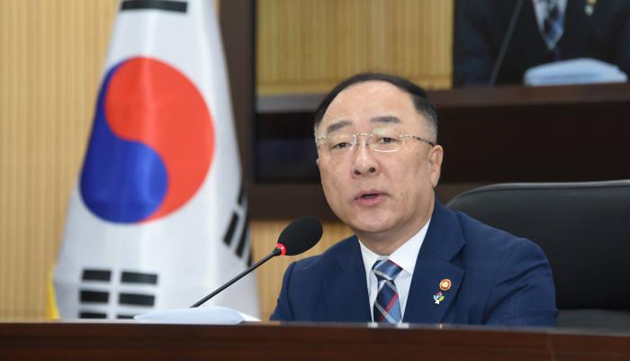 홍남기 경제부총리 겸 기획재정부 장관이 경제활력대책회의 겸 경제관계장관회의를 주재했다.