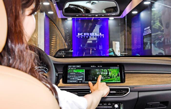 기아차 K7 프리미어에 탑재한 크렐 프리미엄 사운드 시스템.