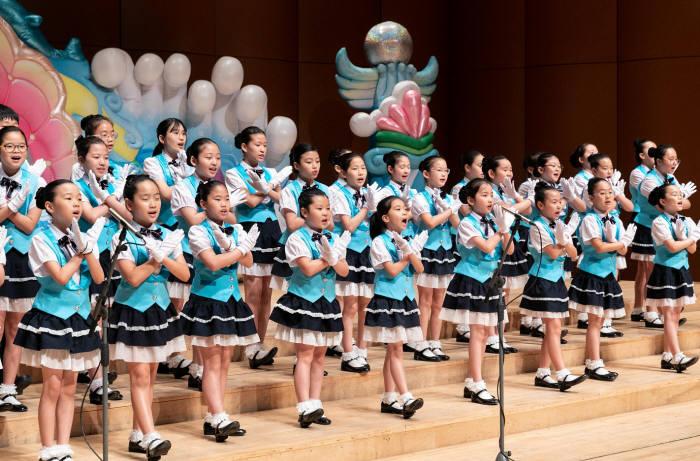 현대해상이 지난 14일 서울 여의도 KBS홀에서 제10회 전국 어린이 교통안전 동요제를 개최했다.