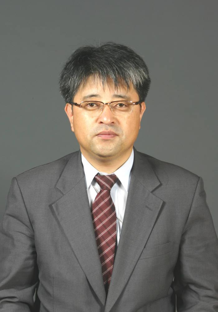 문 대통령, 민주평화통일자문회의 사무처장에 이승환 남북교류협력지원협회장 임명