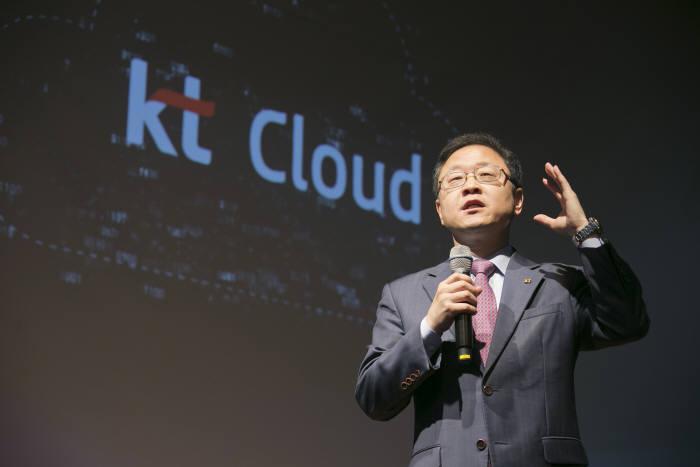 """신수정 KT IT 기획실 부사장은 """"디지털 트랜스포메이션 시대에는 클라우드 수요가 급증한다""""고 진단했다."""