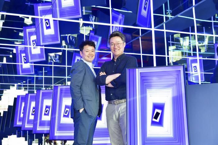 조철용 삼성전자 FX디자인팀 프로(왼쪽)와 정강일 TV상품기획 프로.