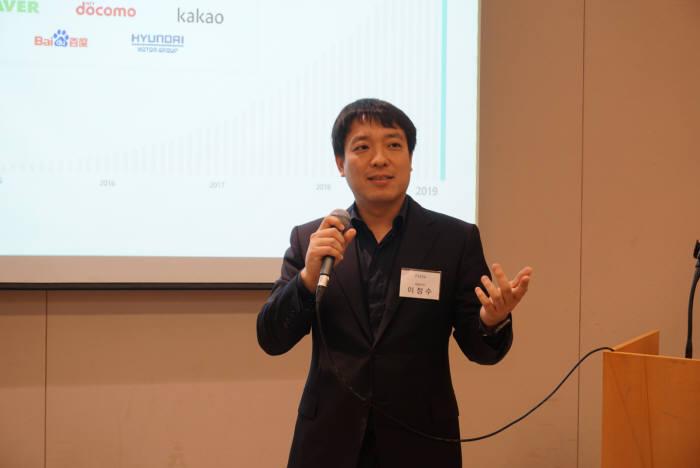 이정수 플리토 대표가 3일 서울 여의도 63컨벤션에서 열린 기업설명회에서 플리토 사업모델을 설명하고 있다.