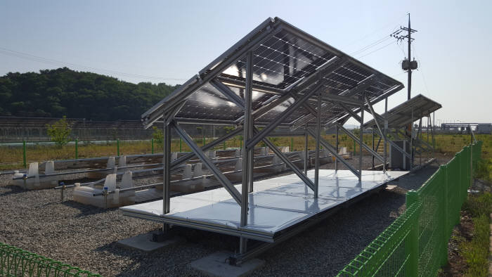그린솔라테크 양면형 태양광 설비시스템.