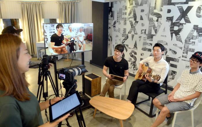MCN산업이 빠르게 성장하고 있다. 사진은 CJ E&M 다이아TV 방송현장을 촬영한 모습. (사진=전자신문DB)