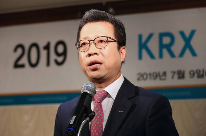 정지원 한국거래소 이사장이 9일 서울 여의도 한 음식점에서 열린 기자간담회에서 발언하고 있다