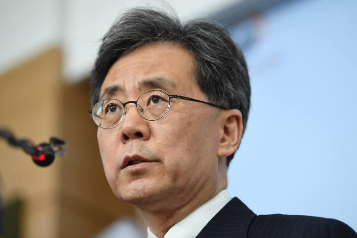 """[한일 경제전쟁]김현종 """"한미일 고위급 협의에 韓美 적극적…일본은 아직 답 없어"""""""