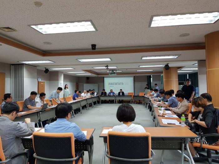 광주시는 12일 광주테크노파크에서 회의실에서 에너지산업 협업방안 모색을 위한 산학연협의회 통합 간담회를 열고 에너지 산업 육성 방향을 협의했다.
