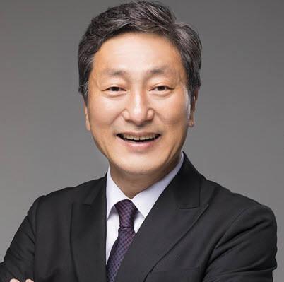 김정웅 서플러스글로벌 대표 겸 (재)함께웃는 이사장