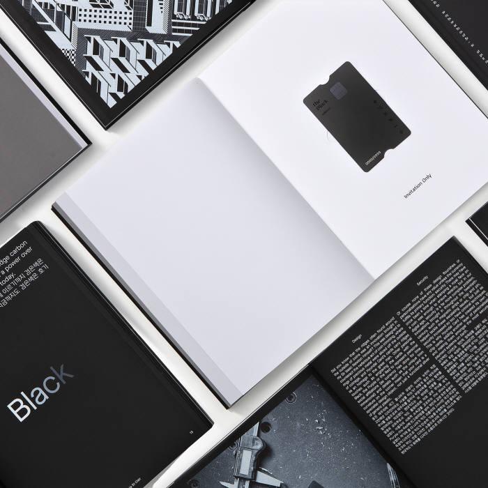 현대카드가 책 컨셉의 카드 패키지를 국내 최초로 선보였다.
