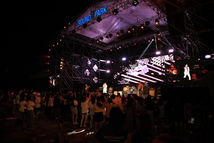 광주정보문화산업진흥원은 지난 13~14일 이틀간 5·18민주광장 및 광주음악산업진흥센터 피크뮤직홀에서 7000여명의 관람객이 찾은 가운데 2019광주사운드파크페스티벌을 성황리에 개최했다.