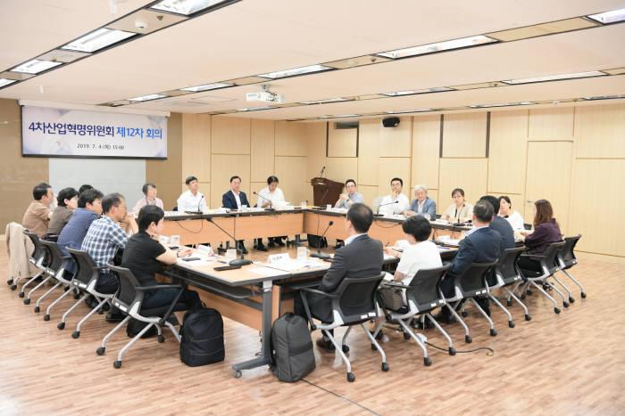 7월 4일 열린 4차 산업혁명위원회 12차 전체회의 모습.
