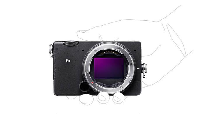 세상에서 가장 작은 풀프레임 카메라입니다…주머니에 쏙~