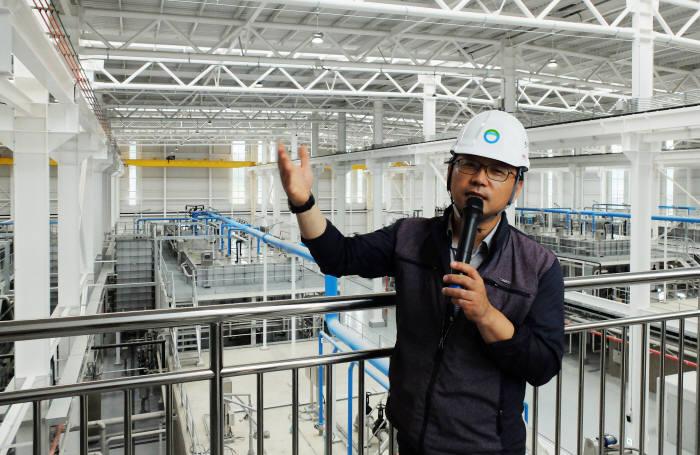 김동창 한국환경공단 국가물산업클러스터사업단 실증화 시설 프로세스에 대해 설명했다.