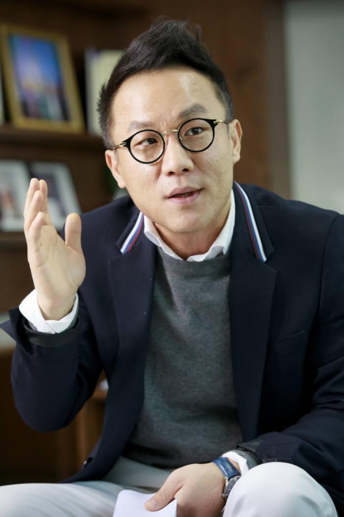 홍시현 KST홀딩스 대표이사.