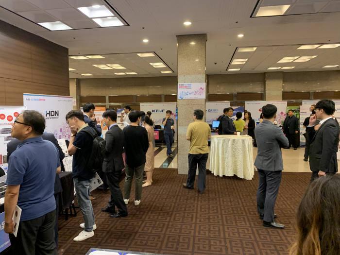 과학기술정보통신부가 주최하고 한국네트워크산업협회가 주관하는 차세대 ICT 장비 솔루션 페어가 24일 열렸다.
