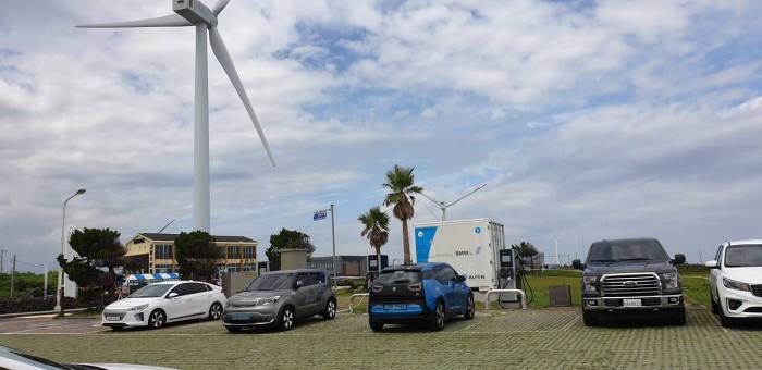 BMW코리아가 8월 9일 제주에 오픈하는 개방형 충전소 e-고팡 충전 스테이션.