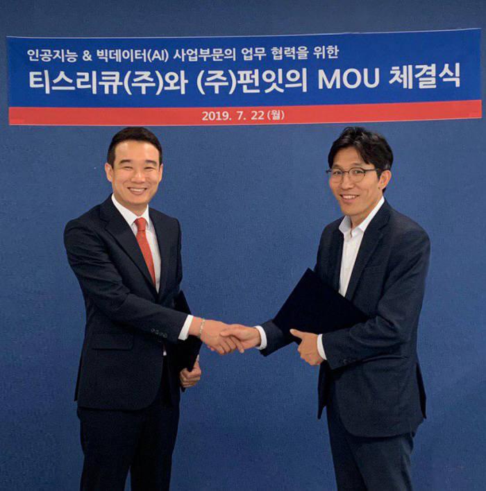 박병훈 티쓰리큐 대표(사진 오른쪽)와 유용준 펀잇 대표는 AI와 빅데이터 기술을 토대로 투자정보 서비스 강화를 위해 업무협약을 체결했다.