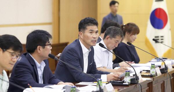 전북도는 24일 유관기관과 기업체 관계자들이 참석한 가운데 일본의 수출규제 품목 확대 조치에 대비한 긴급 대책회의를 열었다.<전북도청>