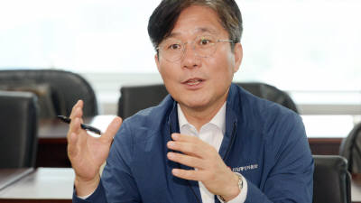 """성윤모 산업부 장관, 원익IPS 방문 """"산업 체질 근본 개선"""""""