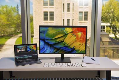 애플 최신 맥(Mac) 제품들과 연결성 및 호환성 뛰어난 LG 울트라파인 5K 초고화질 모니터 이미지.