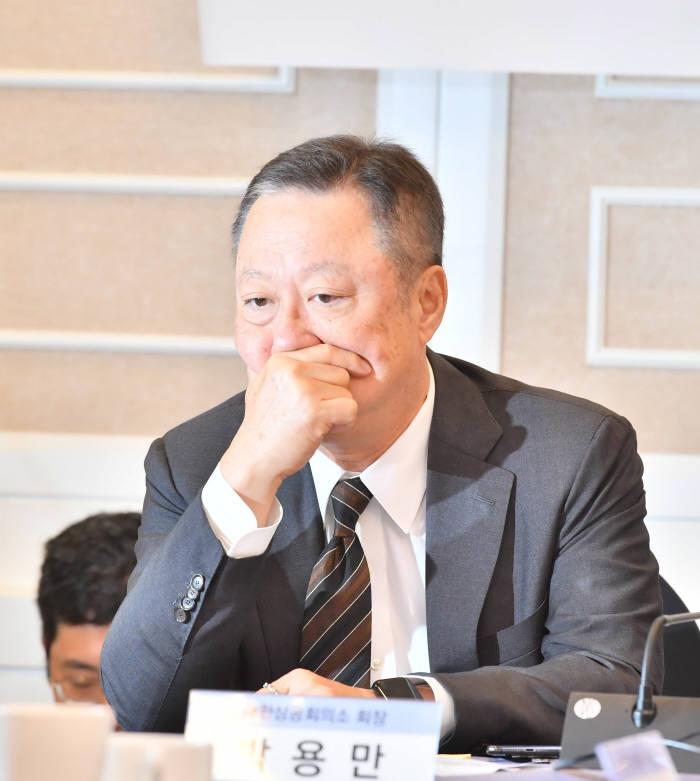 협의회 회의에 참석한 박용만 대한상공회의소 회장. 박지호기자 jihopress@etnews.com