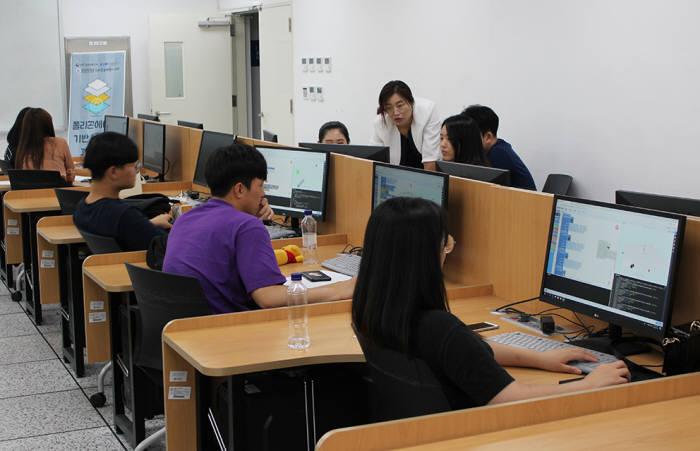 원광대 SW중심대학사업단 융합SW교육원은 7월 29~31일 전교생 대상 실무역량강화 장단기강좌의 일환으로 3번째 강좌인 폴리곤에이드 코딩 특강을 진행했다.