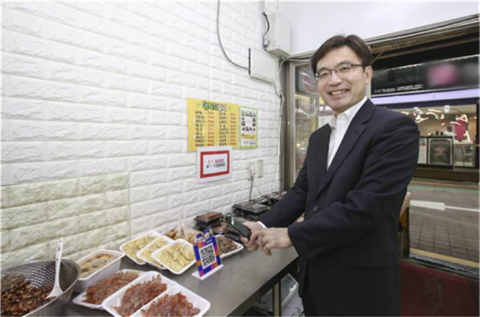 제로페이 챌린지 캠페인에 동참한 나희승 철도연 원장.