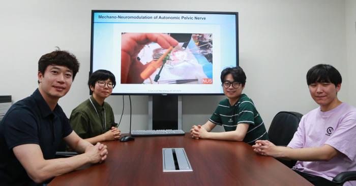 이상훈 DGIST 로봇공학전공 교수(왼쪽 첫번째)와 연구진들.