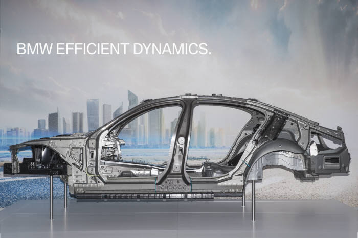 BMW 6세대 7시리즈에 적용된 이피션트라이트웨이트 카본코어.