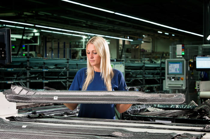 BMW 7시리즈 탄소섬유강화플라스틱(CFRP) 생산 공정.