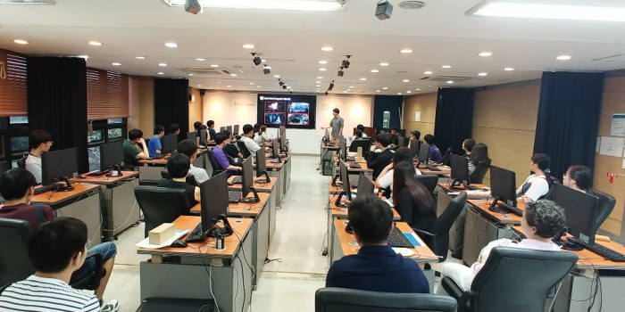 한국IT직업전문학교는 졸업인증제를 앞세워 산업현장에서 필요로 하는 우수인재를 배출하고 있다.