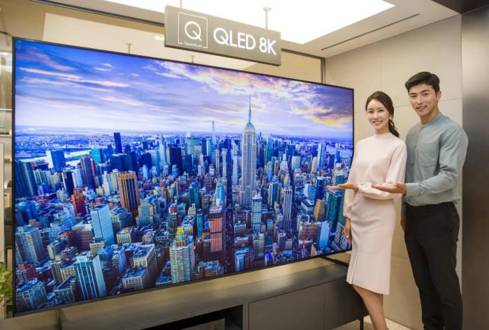 삼성디스플레이 패널을 탑재한 삼성전자 2019년형 8K QLED TV (사진=삼성전자)