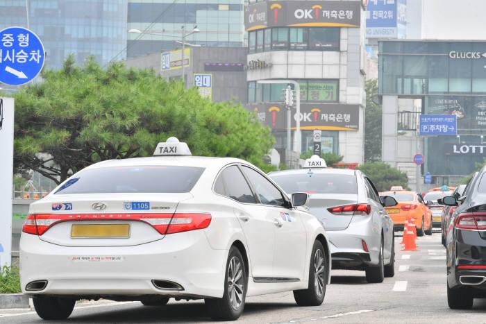 서울역 택시.