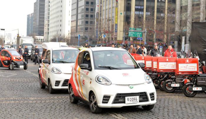 지난 2018년 2월 우정사업본부가 서울 광화문의 한 행사에서 소개한 우편 배달용 초소형 전기차.