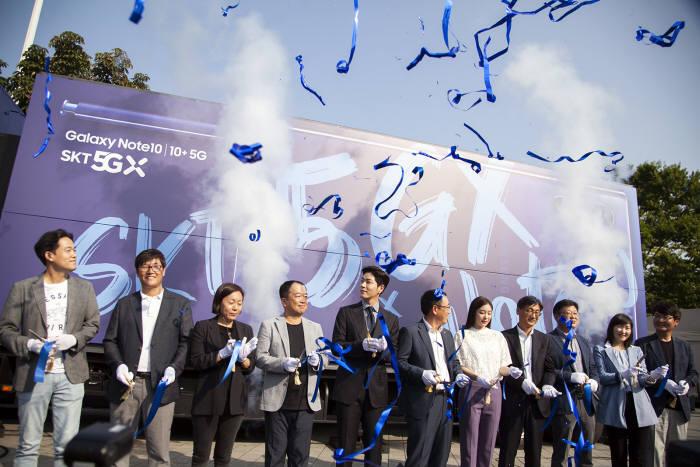 SK텔레콤은 20일 서울 올림픽공원에서 SK텔레콤 5GX-갤럭시 노트10 개통행사를 개최했다.