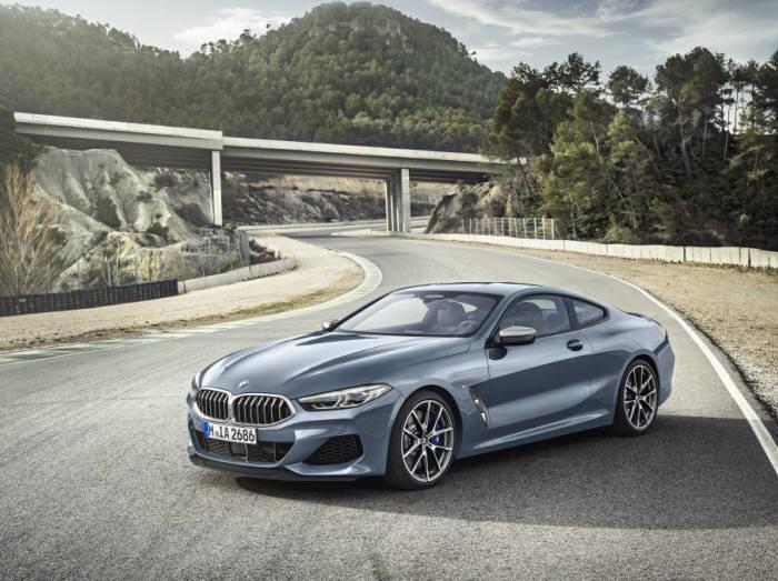 BMW 플래그십 스포츠카 8시리즈 쿠페.