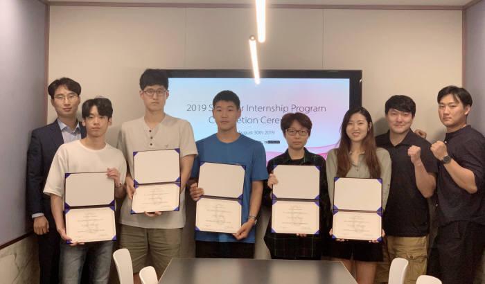 블록체인 인턴십에 참여했던 학생들이 프로그램을 이수한 후 기념촬영했다.
