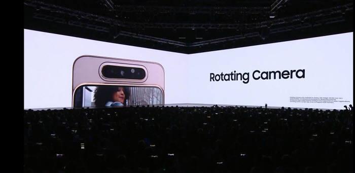 갤럭시 시리즈 처음으로 로테이팅 카메라를 적용한 삼성전자 갤럭시 A80.