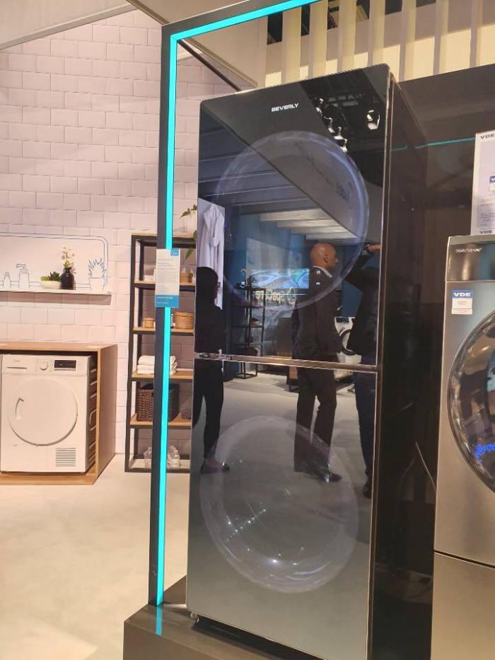 중국 메이디가 선보인 세탁기와 건조기 결합 제품군. 올해 유럽 시장에 출시할 계획이다.