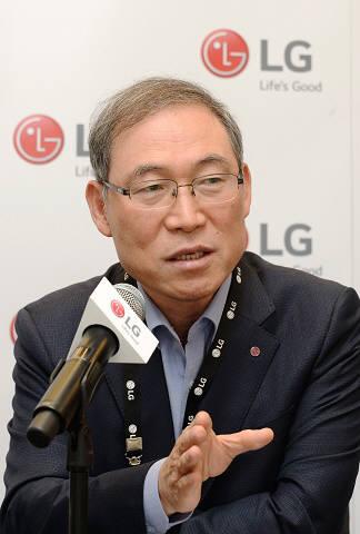 송대현 LG전자 사장이 독일 베를린 IFA2019 기자간담회에서 답변하고 있다.