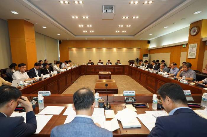 중소벤처기업부가 제2차 규제자유특구 우선협의 대상을 선정한 뒤 관계부처 및 전문가로 구성된 전문가회의를 진행하고 있다. 출처=중소벤처기업부