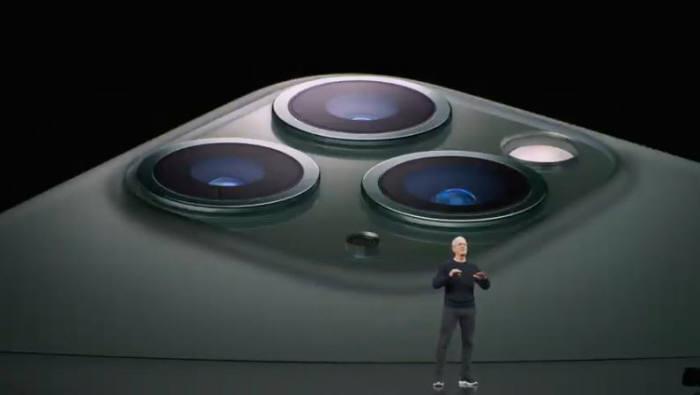 팀쿡 애플 CEO가 트리플 카메라를 장착한 아이폰11 프로를 소개했다.