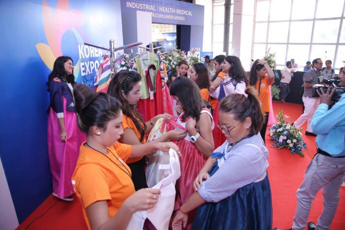 인도에서도 K-팝 등 한류 열풍으로 한국 문화에 대한 관심이 높아지고 있다.