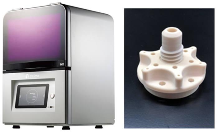 캐리마가 상용화한 데스크톱형 세라믹 3D 프린터(왼쪽)와 세라믹 모델 소재 출력물. (사진=캐리마)